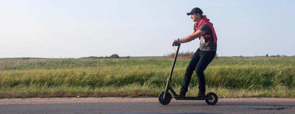 This image shows a young man riding an electric scooter on the road. Arizona scooter accident lawyers are needed in cases involving scooters.